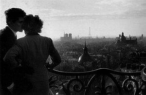 Amoureux de la ColonneBastille, Paris, 1957 (Willy Ronis)